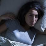 Πώς θα κοιμηθείτε πιο άνετα όταν έχει πολλή ζέστη