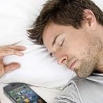 Επιτρέπεται το κινητό δίπλα στο κρεβάτι το βράδυ;