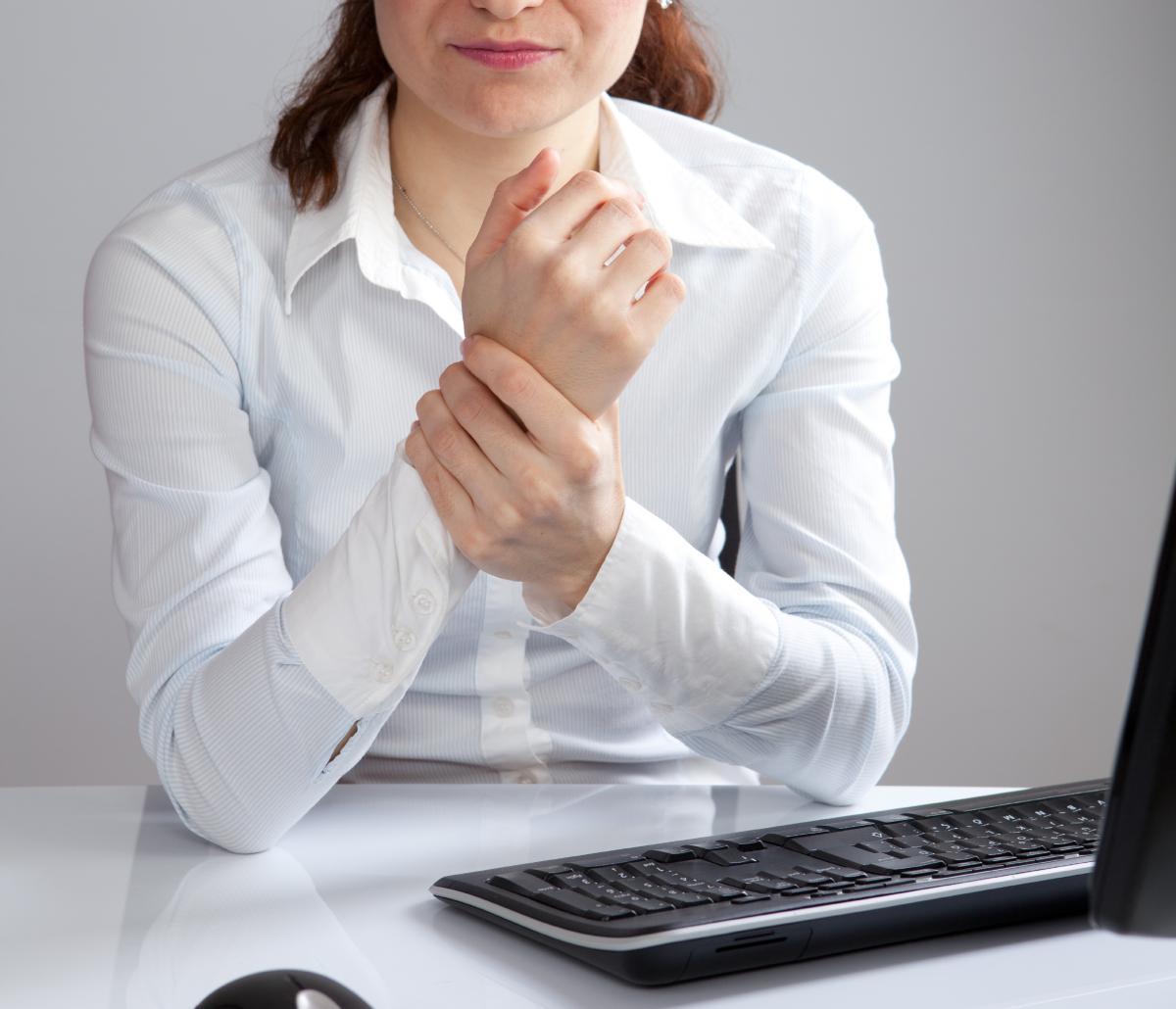 «Μυρμηγκιάζουν» τα χέρια σας; Ποια είναι η πιθανότερη αιτία