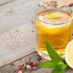 Ζεστό νερό με λεμόνι: Γιατί είναι το απόλυτο ρόφημα για τον οργανισμό
