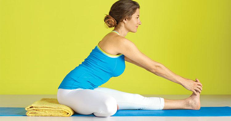 6 ασκήσεις yoga για να ανακουφίσετε τα κουρασμένα πόδια σας